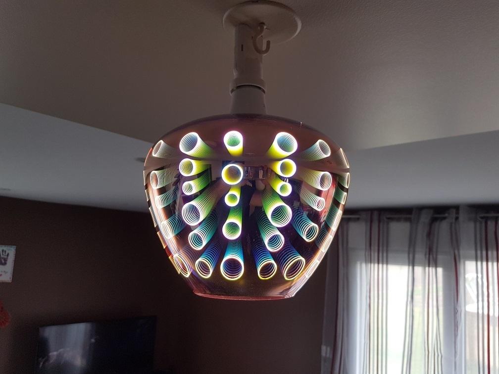 Lustre suspension design couleur cuivre avec motif 3d for Suspension grosse ampoule design